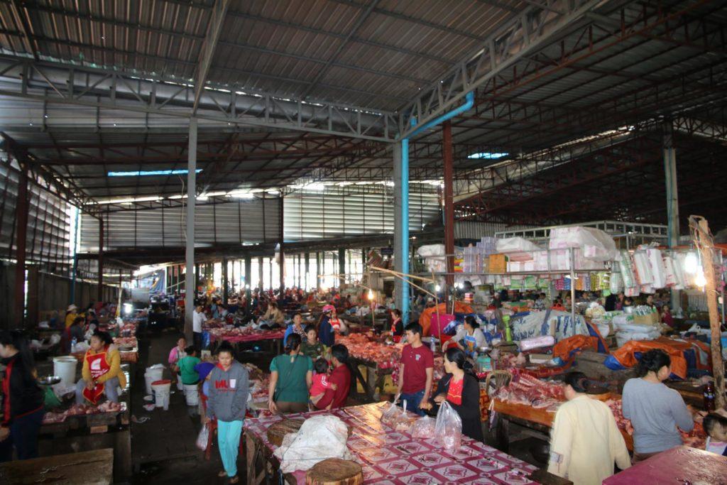 Eintauchen in den Markt von Thakhek
