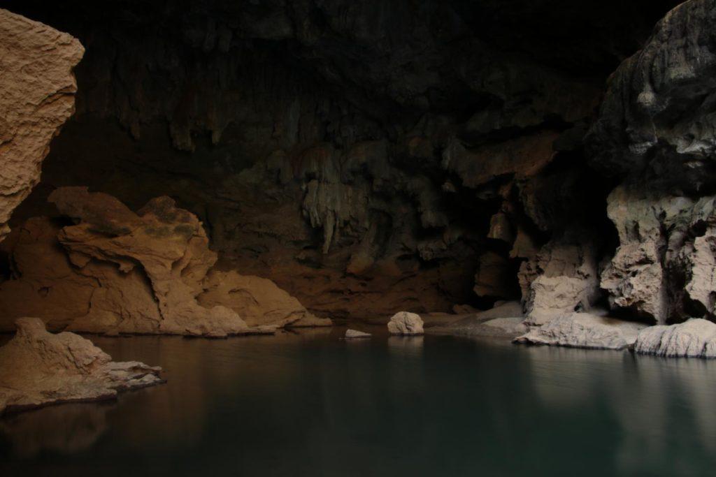 Höhle am Camp