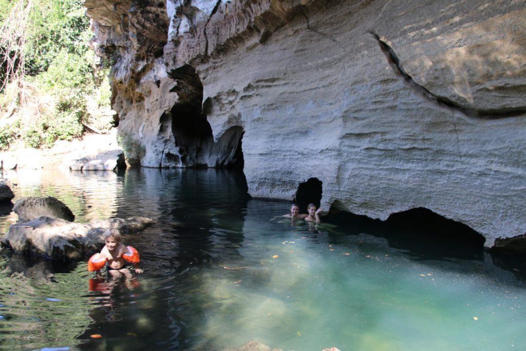 Die Höhle von außen